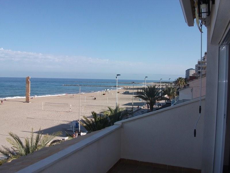 Venta piso primera línea de mar El Campello Alicante