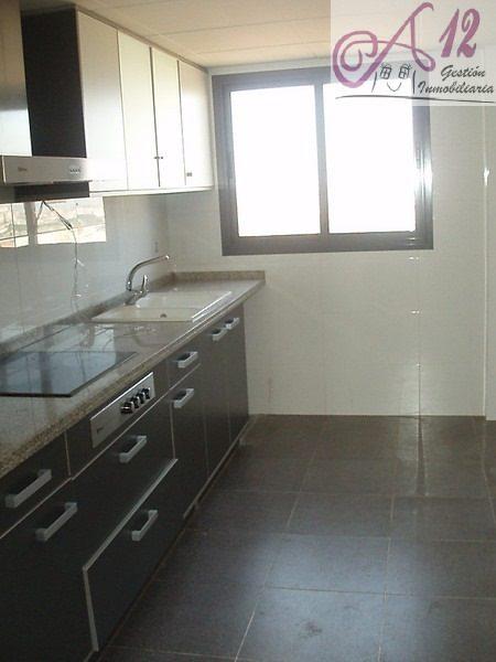 Alquiler piso semi nuevo 3 habitaciones en San Marcelino Valencia
